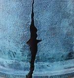 Grieta grande en la pared de la casa Imagen de archivo libre de regalías
