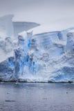 Grietas antárticas del iceberg Fotografía de archivo