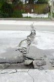 Grietas del camino del daño del terremoto de Nueva Zelandia fotos de archivo