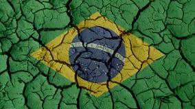 Grietas del fango con la bandera del Brasil foto de archivo libre de regalías