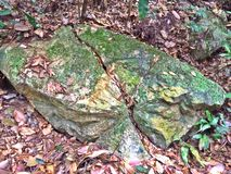 Grietas en afloramiento de roca del granito Fotografía de archivo libre de regalías