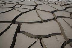 Grietas en terreno Imagenes de archivo
