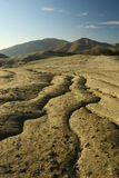 Grietas espectaculares en suelo árido estéril. Imagen de archivo libre de regalías