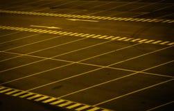 Griezelig parkeerterrein stock foto's