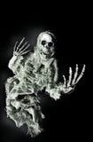Griezelig spook dat uit voor Halloween bereikt Royalty-vrije Stock Foto