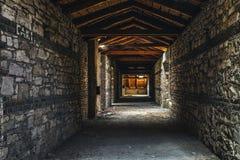 Griezelig zolderbinnenland bij de verlaten bouw Stock Fotografie