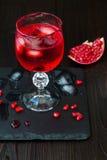 Griezelige bloedige cocktail Traditioneel drankrecept voor Halloween-partij Royalty-vrije Stock Fotografie