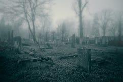 Griezelige oude begraafplaats Stock Fotografie
