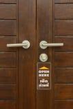Griff die Tür im Konferenzzimmer. Stockbild
