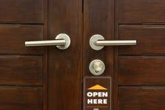 Griff die Tür im Konferenzzimmer. Lizenzfreies Stockbild