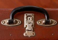 Griff von einem alten Vinatge Dusty Brown Suitcase Stockfotografie