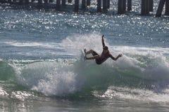 Griffin Colapinto que compite en el US Open de practicar surf 2018 foto de archivo