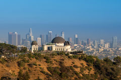 Griffith παρατηρητήριο και στο κέντρο της πόλης Λος Άντζελες στο ασβέστιο στοκ εικόνες
