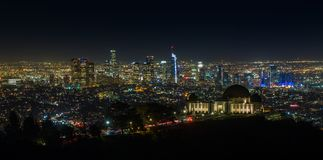 Griffith παρατηρητήριο τη νύχτα με τον ορίζοντα του Λος Άντζελες Στοκ εικόνες με δικαίωμα ελεύθερης χρήσης
