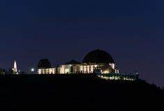 Griffith observatorium i Los Angeles under natt Arkivfoto