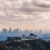 Griffith Observatory con Los Angeles céntrico en la visión fotos de archivo libres de regalías