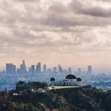 Griffith Observatory met Los Angeles Van de binnenstad in mening royalty-vrije stock foto's