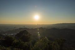 Griffith Park Trails und Jahrhundert-Stadt bei Sonnenuntergang stockfotografie