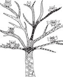 Griffonnage, arbre de hiboux de zentangle photos libres de droits
