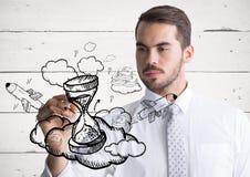Griffonnage de sablier de dessin d'homme d'affaires contre le panneau en bois blanc image stock