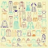 Griffonnages des vêtements et des accessoires de femmes à la mode illustration de vecteur