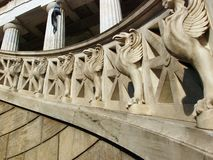 Griffons gardant l'escalier Images stock