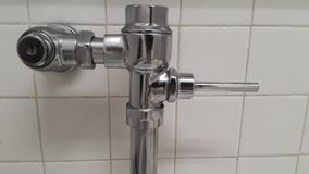 Grifo del cuarto de baño en aluminio fotos de archivo libres de regalías