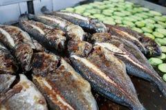 Griglia con il pesce e le verdure Fotografia Stock Libera da Diritti