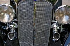 Griglia d'annata e fari dell'automobile Fotografia Stock
