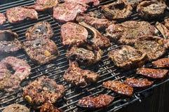 Griglia del barbecue con carne Fotografie Stock