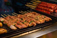 Griglia del barbecue sopra carbone Fotografia Stock