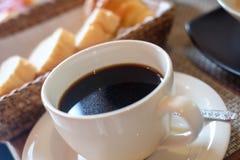 Griglia del pane e del caffè sulla prima colazione Fotografia Stock