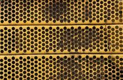 Griglia del radiatore del metallo giallo Fotografie Stock Libere da Diritti