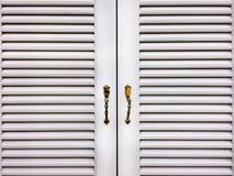 Griglia di legno bianca Windows fotografia stock