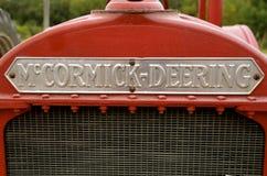Griglia di un trattore ristabilito di McCormick Deering fotografie stock