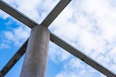 Griglia sopraelevata Geo di prospettiva approssimativa di struttura della sedia delle colonne del cemento Immagini Stock