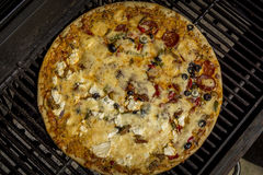 Grigliare pizza durante l'estate Fotografia Stock