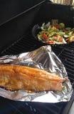 Grigliare salmone e le verdure Fotografia Stock Libera da Diritti