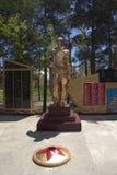 Grigorievka, Kirghizistan - 5 maggio 2019 monumento locale nel villaggio fotografia stock