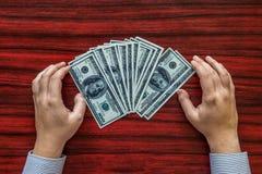 Grijpend geld Stock Foto's