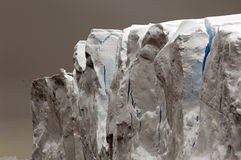 Grijs-blauwe ijsberg Royalty-vrije Stock Foto's