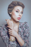Grijs-haired bleke vrouw royalty-vrije stock fotografie