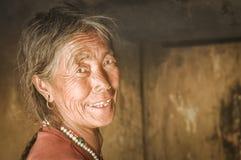 Grijs-haired vrouw in Nepal Stock Fotografie
