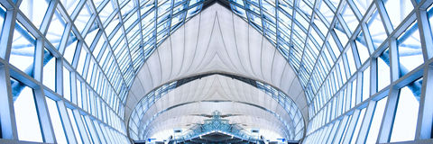 Grijs plafond van de bureaubouw, panorama Stock Foto's