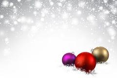 Grijze achtergrond met Kerstmisballen Royalty-vrije Stock Afbeeldingen