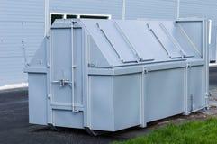 Grijze afvalcontainer Royalty-vrije Stock Afbeeldingen