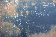 Grijze beige blauwe zwarte oude grunge kraste vuile roestige wijnoogst geschilderde metaalauto royalty-vrije stock afbeelding