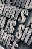 Grijze brievenachtergrond Stock Afbeeldingen