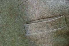 Grijze bruine stoffentextuur met een lege zak op kleren royalty-vrije stock foto