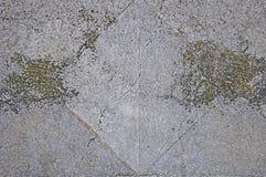 Grijze concrete textuurachtergrond barsten stock foto's